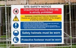 Site safety notice on building site, stating onsite safety requirements